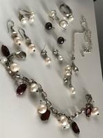 Ezüst és valódi gyöngy ékszerek gyűjteménye