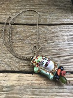 Aranyozott ezüst nyaklánc kézzel festett kerámia medállal, korallal, olivinnel