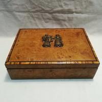 Különleges fa doboz bronz figurákkal , jó darab