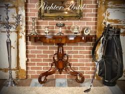 Antik bútor, Felújított konzolasztal 1.