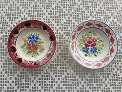 Régi Wilhelmsburgi falitányér fajansz népi falidísz virágos kis tányér 2 db