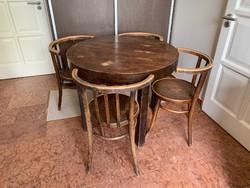 Thonet székek és asztal