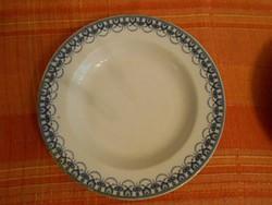Hüttl Tivadar jelzésével ellátott sötétkék mintás leveses tányér