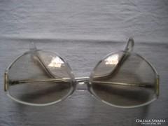 Régi női szemüveg