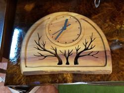 Fából készült egyedi falióra