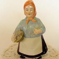 Német porcelán piaci halas kofa sorszámozott