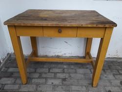 Régi retro népi paraszt fiókos fenyőfa asztal