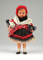 1B187 Régi népviseletes kisméretű baba 10 cm