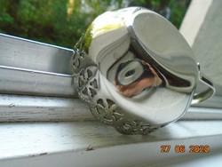 Áttört mintás ,dombormintás,ezüstözött ,hullámos peremű csészetartó