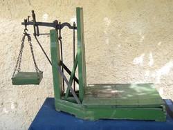 Pici ( 150 kg-os ) mázsa . Díszlet dekoráció mérleg mérő . Parasztház -hoz , mezőgazdasági gazdasági