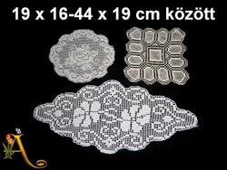 3 db kézzel horgolt csipke terítő 19 x 16 és 44 x 19 cm