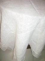 Csodaszép fehér csipkés szélű elegáns szőttes terítő