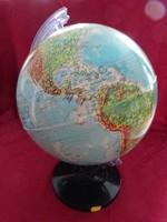 Világító földgömb. Átmérője 30 cm, teljes magassága  45 cm.