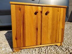 Eladó egy CSANÁD típusú  fenyő alacsony  komód. Bútor szép, újszerű  állapotú.