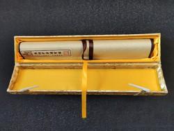 Luxus minőségű kínai selyem tekercs.