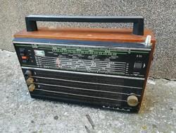 Tento B211 Selena Orosz régi rádió, táskarádió működik
