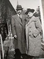 Fényképek az 1930-40-es évekből, színészek vagy népi színjátszók és cserkészek fotói