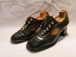 Régi női bőr cipő filnekhez