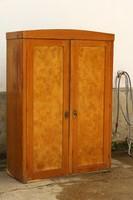 Antik szekrény ruhás szekrény