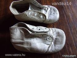 Antik fehér bőrtalpú babacipő, baba cipő, gyerekcipő