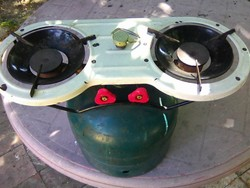Régi, kempingezés, két gázrózsás gázrezsó, tölthető palackkal