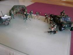 Makett együttes, szárazföldi egység, járművel, figurákkal együtt.
