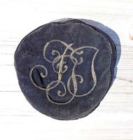 Régi hímzett, monogramos sapka