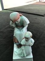 Zsolnay porcelán . Anya gyermekével