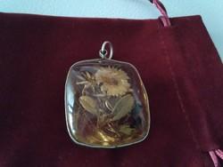 Régi szárított virágos medál