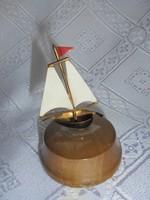 Reklám vitorlás hajó
