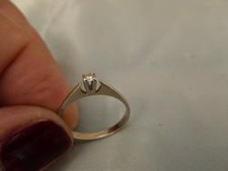 Brilles fehér arany szoliter gyűrű