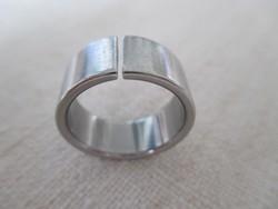 Attraktív rozsdamentes acél gyűrű, apró brill beállításával bővíthető (Ernstes Design)