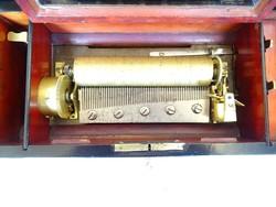 Antik zenedoboz 6 melódiával cilinderes 19 század