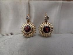 Gránátos - gyémántos arany fülbevaló pár