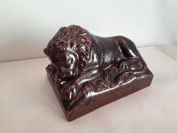 Antik Zsolnay? / Plutonit? / Pirogránit? alvó oroszlán szobor