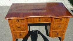 Hétfiókos neobarokk felújított íróasztal.