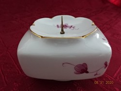 Német porcelán gyertyatartó, tüskével a közepén, mérete: 8,5 x 8,5 x 6 cm.