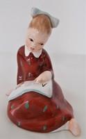 Bodrogkeresztúri kerámia, olvasni tanuló kislány figura, szobor