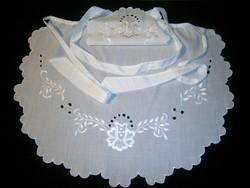 Kalocsai virág mintával kézzel fehérrel hímzett, madeirás nagyon szép kötény