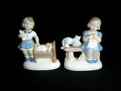 2 db nagyon aranyos régi Német porcelán kislány: cicával és babával bölcsőben
