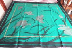 Kézzel festett selyem kendő,  87 x 88 cm