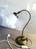 Réz asztali lámpa csipkézett üvegbúrával