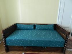 Koloniál ágyneműtartós ágy