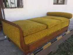 Gyönyörű formájú Hattyú ágy, Szófa