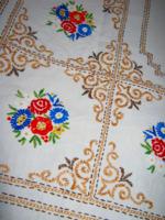 Régi hímzett  vászon terítő 150  cm x 125 cm