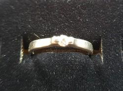 Gyémánt gyűrű, eljegyzésre is, 14 krt. fehér arany, certifikáttal, az arany súlya 2,4 gr.+gyémánt