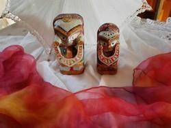Antik, faragott , festett két kis totem...