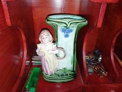 Antik Majolika váza kislány