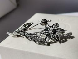 Gránátalmavirág ezüst bross