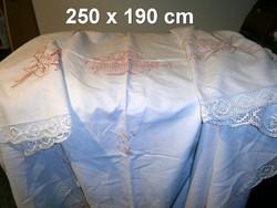 Nagyon régi kézzel hímzett, horgolt szélű nagy vászon terítő 250 x 190 cm